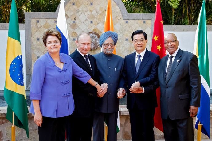 Brazilian President Dilma Roussef(L to R), Russian President Vladimir Putin, Indian Prime Minister Manmohan Singh, Chinese President Hu Jintao and South African President Jacob Zuma pose during a BRICS's Presidents meeting in Los Cabos, Baja California, Mexico on June 18, 2012.(AFP Photo / Roberto Stuckert Filho)