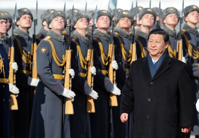 Chinese President Xi Jinping reviews Russian honour guard during official welcome ceremony at Vnukovo airport outside Moscow.(AFP Photo / Alexander Nemenov)
