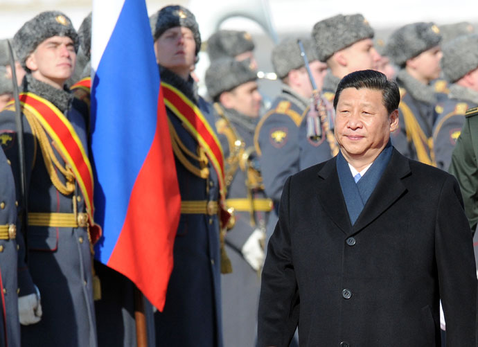 Chinese President Xi Jinping reviews Russian honour guard during official welcome ceremony at Vnukovo airport outside Moscow on March 22, 2013.(AFP Photo/ Alexander Nemenov)