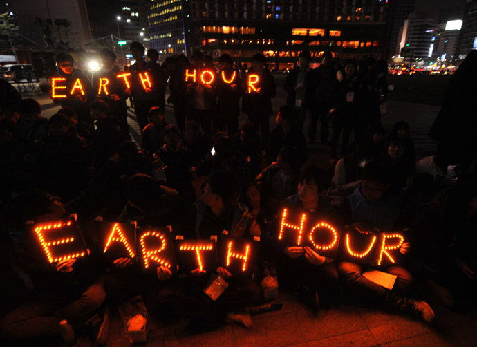 South Korean students hold Earth Hour LED displays during the 7th annual Earth Hour global warming campaign in Seoul on March 23, 2013. (AFP Photo)