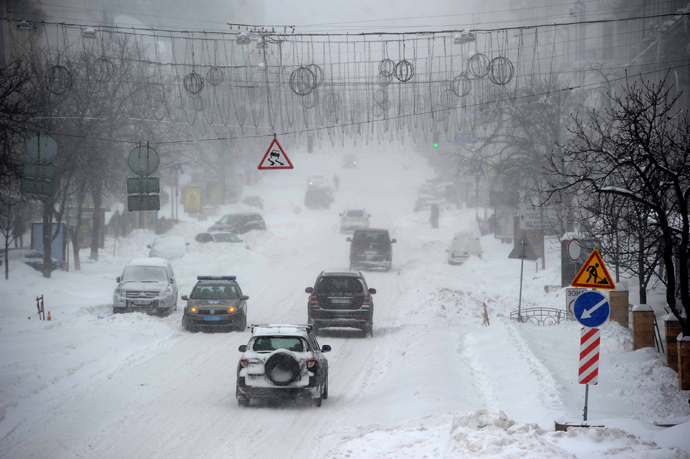 Kiev administration declared a state of emergency in the city after heavy snowfalls paralysed transports in several regions and in Kiev where many international flights were cancelled. (RIA Novosti / Alexei Furman)