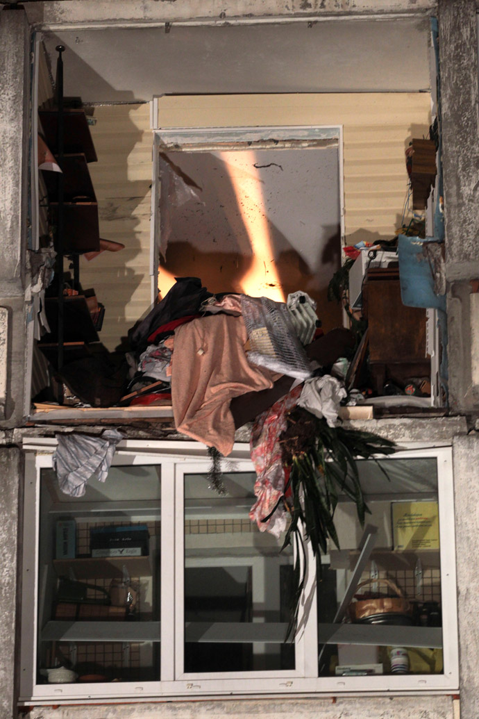 The site of an explosion in a residential apartment building in St. Petersburg at Prospekt Nastavnikov, 6, № 3. (RIA Novosti/Anatoly Medved)