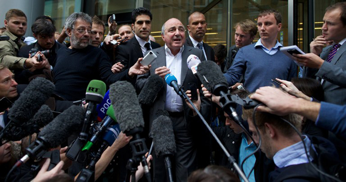 Boris Berezovsky addresses the media outside London's High Court in central London, on August 31, 2012. (AFP Photo / Andrew Cowie)