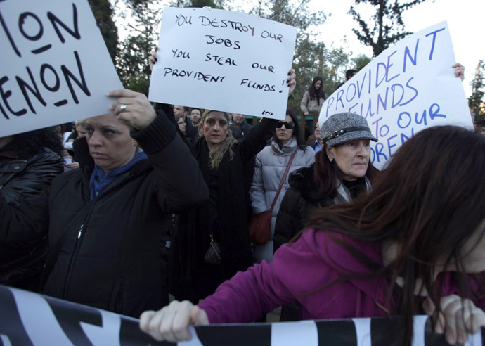 Cypriots bank workers take part in a protest outside the presidential palace in Nicosia on March 23, 2013. (AFP Photo / Patrick Baz)