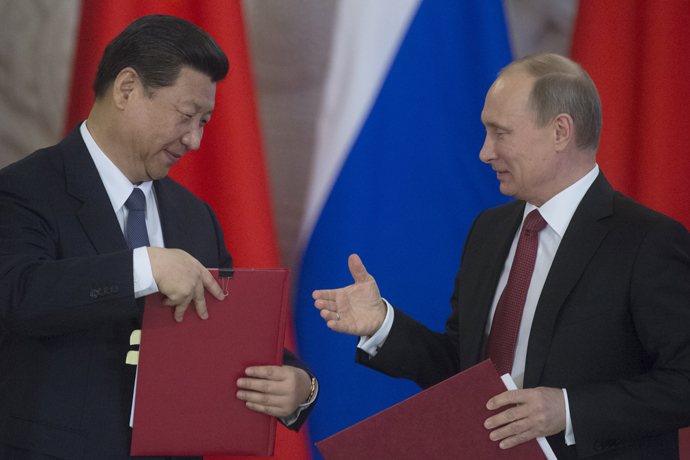 Russian President Vladimir Putin (right) and President Xi Jinping at the signing of a joint statement on deepening mutually beneficial cooperation and relations, March 22, 2013. (RIA Novosti / Sergey Guneev)