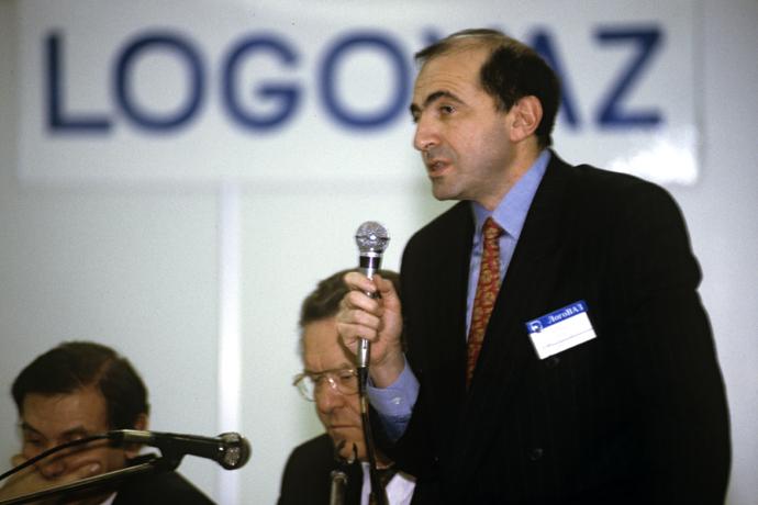 LogoVAZ director general Boris Berezovsky before the opening of the LogoVAZ-Manezh 93 Moscow International Auto Show, 1992. (RIA Novosti / Boris Babanov)