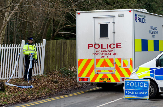A police forensic vehicle passes through the road block near to the house of of Russian tycoon Boris Berezovsky in Sunningdale, Berkshire, southwest of London, on March 24, 2013.(AFP Photo / Leon Neal)