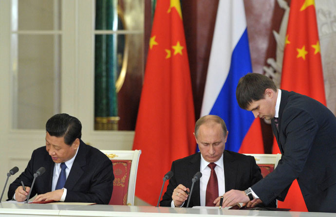 Russian President Vladimir Putin (center) and President Xi Jinping at the signing of a joint statement on deepening mutually beneficial cooperation and relations, a comprehensive strategic partnership of cooperation in the framework of negotiations between the leaders in the Grand Kremlin Palace.(RIA Novosti / Aleksey Nikolskyi)