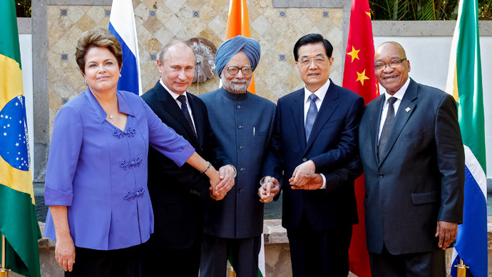 Brazilian President Dilma Roussef(L to R), Russian President Vladimir Putin, Indian Prime Minister Manmohan Singh, Chinese President Hu Jintao and South African President Jacob Zuma pose during a BRICS's Presidents meeting in Los Cabos, Baja California, Mexico (AFP Photo / HO)