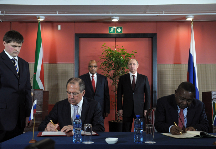 Russian President Vladimir Putin and President of South Africa Jacob Zuma (from right, background) during the signing of joint documents at a meeting in Durban. Foreground left - Russian Foreign Minister Sergei Lavrov on March 26, 2013. (RIA Novosti / Alexsey Druginyn)