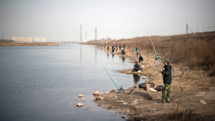Fishermen stand on the bank of an artificial river in Xingtai, southern Hebei province, south of Beijin.(AFP Photo / Ed Jones)