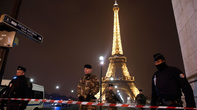 Eiffel Tower evacuated due to bomb threat