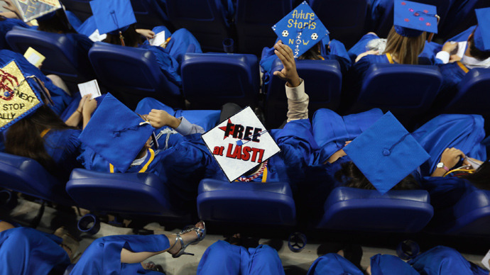 Hundreds of thousands of college graduates work minimum wage jobs
