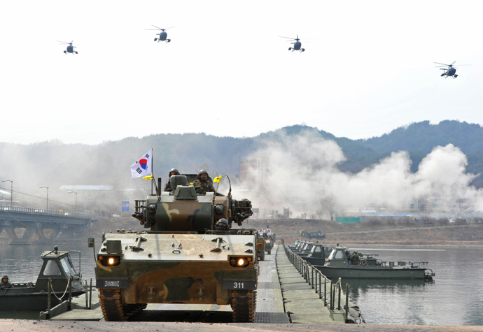South Korean anti-aircraft armoured vehicles move over a temporary bridge during a river-crossing military drill in Hwacheon near the border with North Korea on April 1, 2013 (AFP Photo / KIim Jae-Hwan)