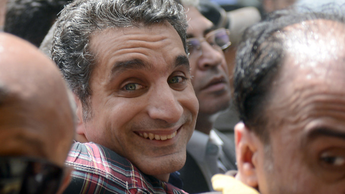 Egyptian satirist and television host Bassem Youssef is surrounded by his supporters upon his arrival at the public prosecutor's office in the high court in Cairo, on March 31, 2013 (AFP Photo / Khaled Desouiki)