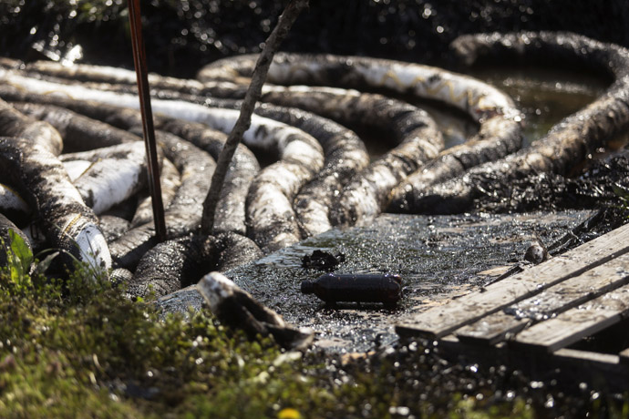 Spilled crude oil is seen in a drainage ditch near Starlite Road in Mayflower, Arkansas March 31, 2013. (Reuters)
