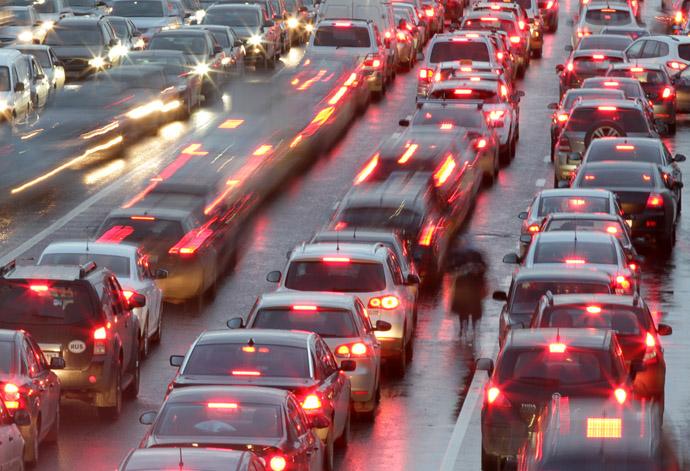 Traffic jam on Goncharny Proyezd in Moscow. (RIA Novosti/Evgeny Biyatov)