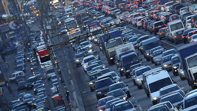 Traffic congestion on Ulyanovsk estakada (overpass) in Moscow. (RIA Novosti/Ramil Sitdikov)