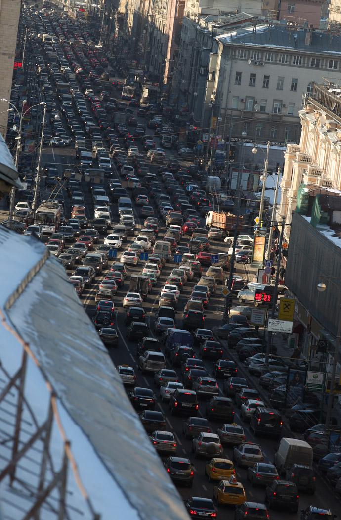 Traffic congestion in both directions in Tverskaya Street in the evening. (RIA Novosti/Evgeny Biyatov)