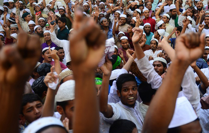 Bangladeshi Hifazat-e Islam activists shout slogans during a rally in Dhaka on April 5, 2013. (AFP Photo / Munir Uz Zaman)