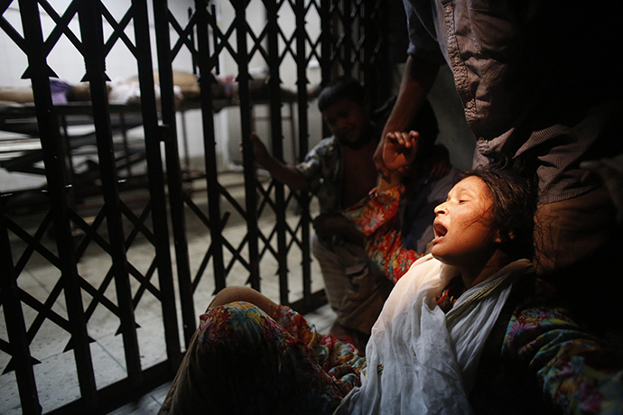 Kamrun Nahar mourns in front of a morgue as her husband Shaheed Hossain, 45, an activist of Bangladesh Awami League, died in a clash with Hefajat-e-Islam in Dhaka April 5, 2013. (Reuters / Andrew Biraj)