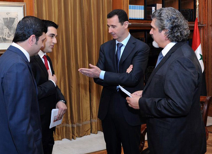 Syrian President Bashar al-Assad (C) greeting journalists with the Turkish television Ulusal and Aydinlik newspaper in Damascus on April 2, 2013. (AFP Photo / Presidency Media Office)