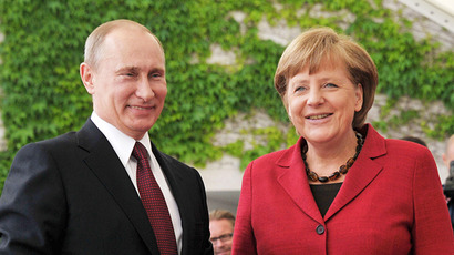 Swearing bare-breasted activists rush at Putin and Merkel (VIDEO, PHOTOS)