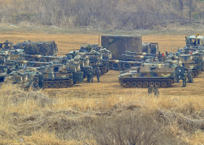 South Korean soldiers man K-55 self-propelled howitzers at a military training field in the border city of Paju on April 5, 2013 (AFP Photo / Jung Yeon-Je)