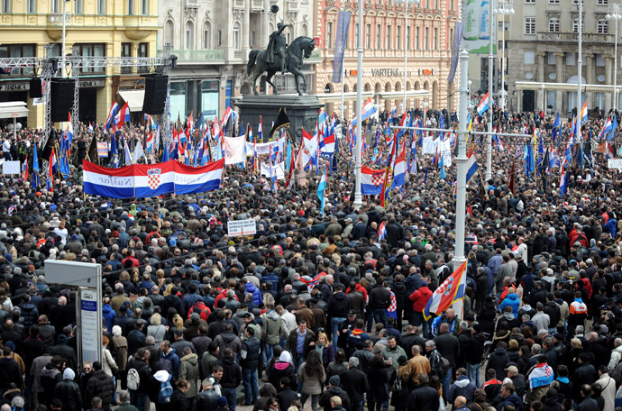 Croatian war veterans gather for a protest at Zagreb's main square on April 7, 2013. (AFP Photo)