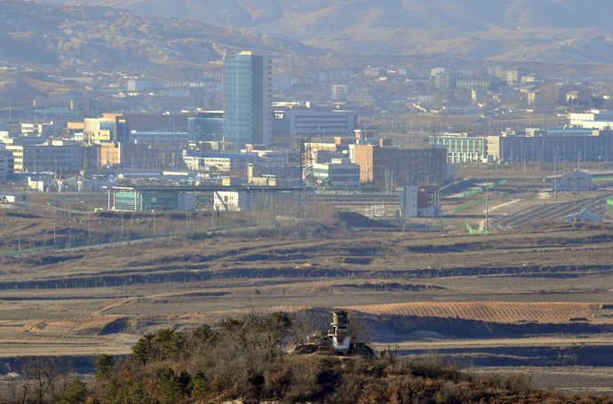 A North Korean guard post (bottom) and the inter-Korean industrial complex of Kaesong (background) is seen from a South Korean observation tower in Paju near the Demilitarized Zone (DMZ) dividing the two Koreas (AFP Photo/Jung Yeon-Je)