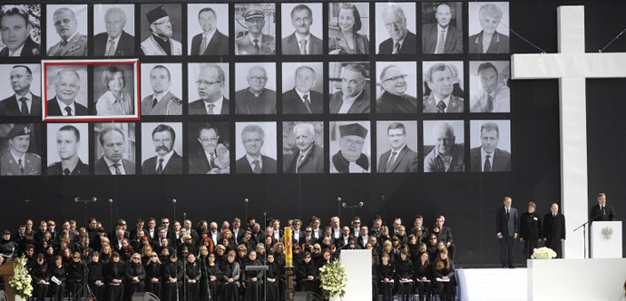 Relatives of the 96 victims of last April 10 air crash in Smolensk that killed Poland's president Lech Kaczynski attend a mass during a public memorial service on Pilsudski square in Warsaw on April 17, 2010. (AFP Photo / Jacek Turczyk)
