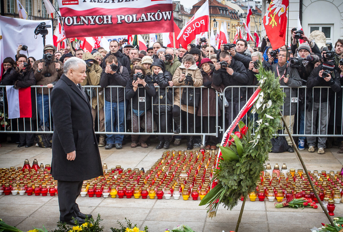 Jaroslaw Kaczynski, leader of Law and Justice party (PiS) and twin brother of late Polish president Lech Kaczynski attends a ceremony marking the third anniversary of the presidential plane crash in Smolensk, in front of the presidential palace in Warsaw, April 10, 2013 (AFP Photo / Wojtek Radwanski)
