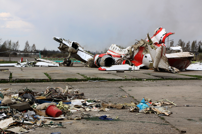 The debris of Polish President Lech Kaczynski's Tu-154 aircraft at Smolensk airfield's secured area. (RIA Novosti / Oleg Mineev)
