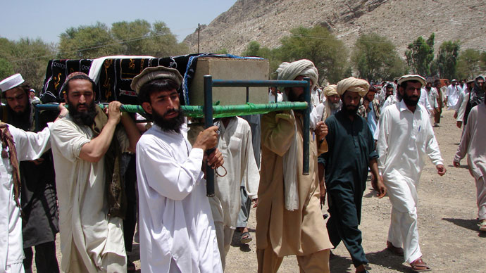 Pakistani tribesmen carry the coffin of a person allegedly killed in a US drone attack, claiming that innocent civilians were killed during a June 15 strike in the North Waziristan village of Tapi, 10 kilometers away from Miranshah.(AFP Photo / Thir Khan)