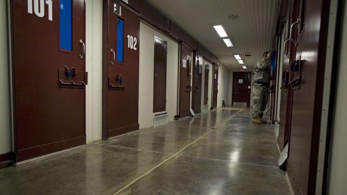 A guard inside the maximun security Camp 5 at Camp Delta in Guantanamo Bay.(AFP Photo / Paul J. Richards)