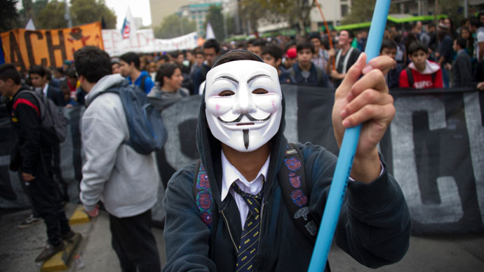 Students march during a protest to demand Chilean President Sebastian Pinera's government to improve the public education quality, in Santiago, on April 11,2013.(AFP Photo / Martin Bernetti)