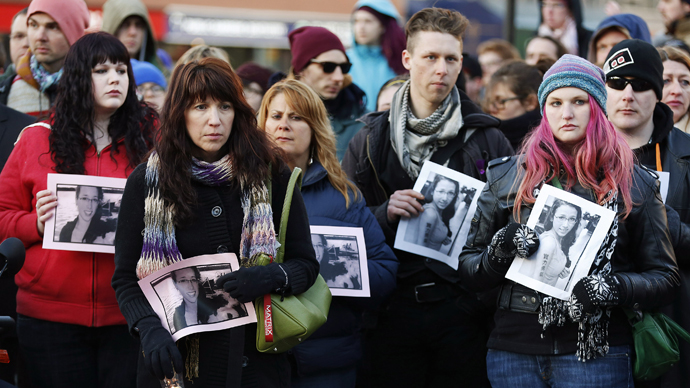 People hold photographs of 17-year-old Rehtaeh Parsons during a memorial vigil at Victoria Park in Halifax, Nova Scotia April 11, 2013. (Reuters / Paul Darrow)