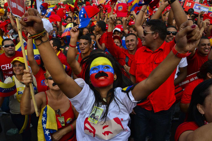 Supporters of Venezuelan acting President and presidential candidate Nicolas Maduro cheer during his closing campaign rally in Caracas on April 11, 2013 ahead of the April 14th presidential election. (AFP Photo / Luis Acosta)