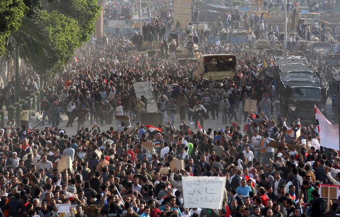 Egyptian anti-government demonstrators face pro-regime opponents in Cairo's Tahrir Square where crowds have gathered for a protest calling for the ouster of President Hosni Mubarak on February 2, 2011 (AFP Photo / STR)