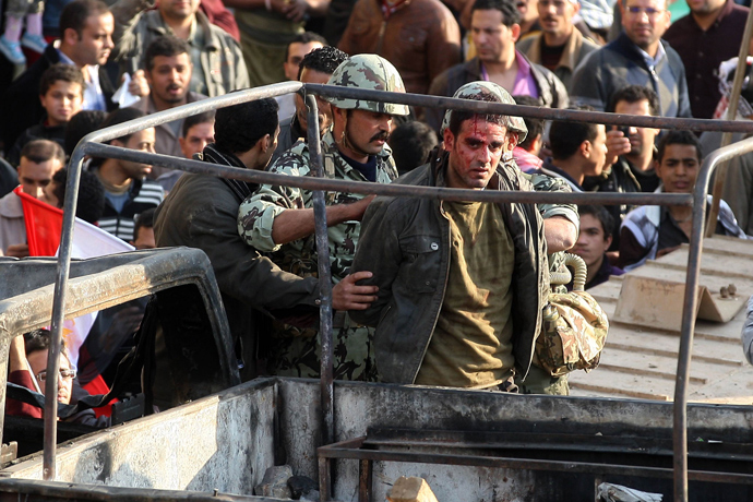 Egyptian soldiers detain an injured anti-government demonstrator following clashes between anti-government demonstrators and pro-regime opponents in Cairo's Tahrir square where crowds have gathered for a protest calling for the ouster of President Hosni Mubarak on February 2, 2011 (AFP Photo / STR)