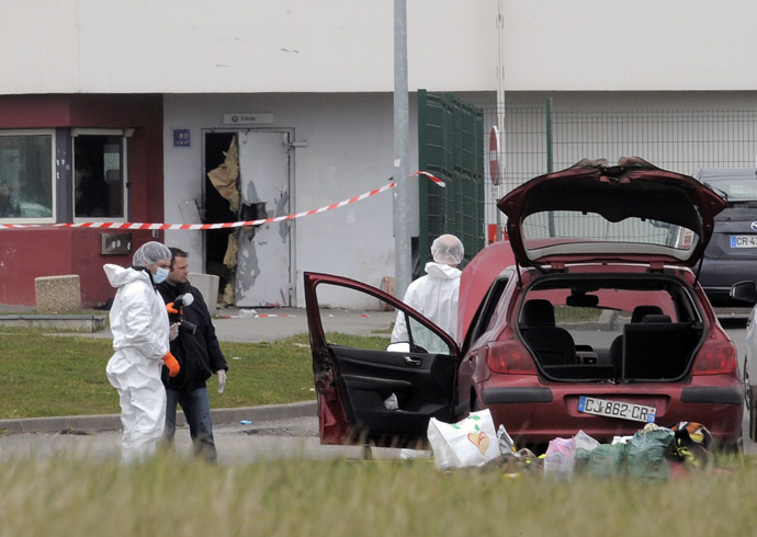 Forensics experts are at work near a door opened with explosives by an inmate, Redoine Faid, who managed to escape after holding five wardens hostages, on April 13, 2013 at Sequedin prison. (AFP Photo/Francois Lo Presti)