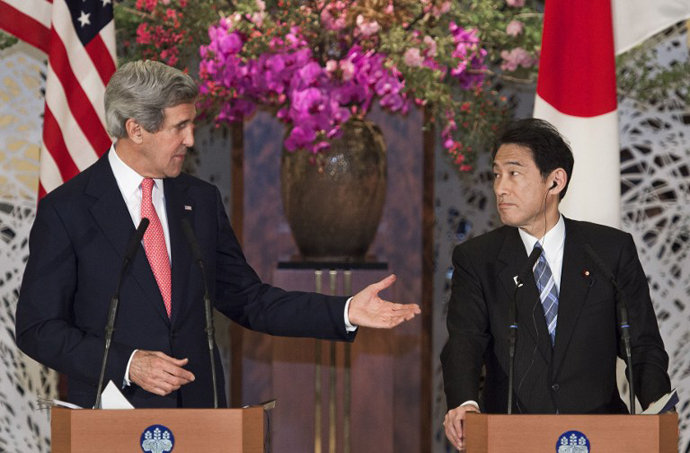 US Secretary of State John Kerry (L) gestures towards Japanese Foreign Minister Fumio Kishida at a joint press conference at Iikura House in Tokyo on April 14, 2013. (AFP Photo / Paul J. Richards)
