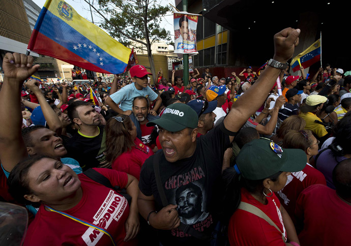 Supporters of Venezuelan President elect Nicolas Maduro, attend a meeting in Caracas on April 15, 2013 (AFP Photo / Ronaldo Schemidt)