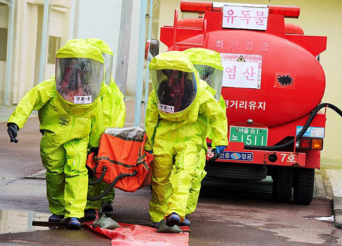 South Korean search and rescue personnel train in a chem attack drill