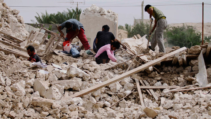 Iranians collect their belongings from the rubble of their destroyed house in the village of Darvisheh, southeast of Bushehr, on April 10, 2013, a day after a powerful earthquake struck near the Gulf port city of Bushehr (AFP Photo / STR)