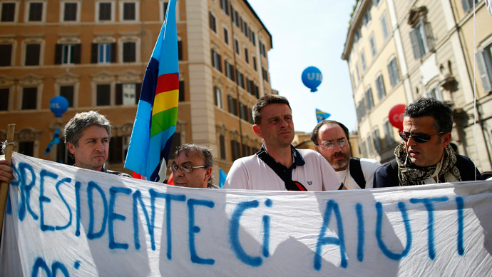 Thousands of semi-laid-off Italians slam welfare shortage