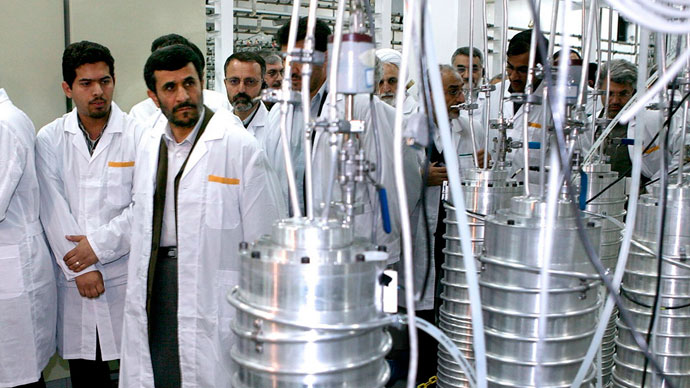 Iranian President Mahmoud Ahmadinejad (2nd L) visits the Natanz nuclear enrichment facility, 350 km (217 miles) south of Tehran.(Reuters / Presidential official website)
