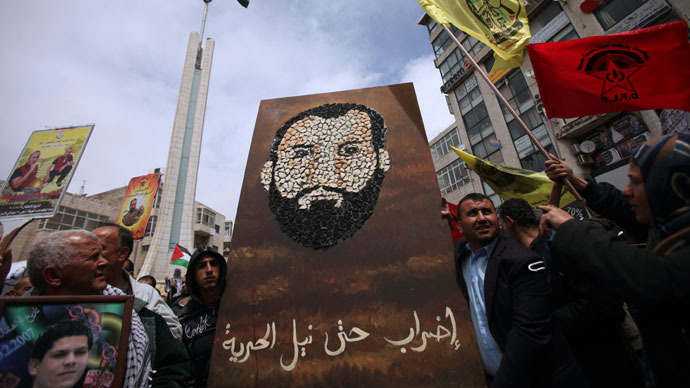 3,000 Palestinian prisoners go on hunger strike to aid Prisoners Day protest (PHOTOS)