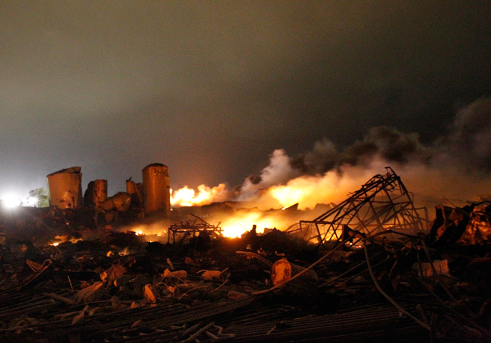 The remains of a fertilizer plant burn after an explosion at the plant in the town of West, near Waco, Texas early April 18, 2013 (Reuters / Mike Stone)