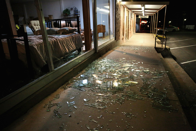 Blown out plate glass windows lay shattered on the sidewalk and street after the West Fertilizer Company exploded on April 18, 2013 in West, Texas (Chip Somodevilla / Getty Images / AFP)